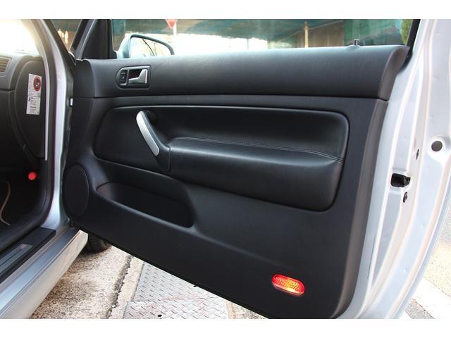 フォルクスワーゲン VW ゴルフ R32 3ドア 左ハンドル 6MT 革シート 4MOTION