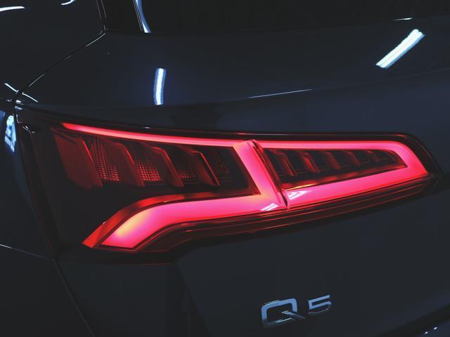 40 TDI クワトロ スポーツ エアサスペンション装着車 アシスタンスパッケージ マトリクスLEDパッケージ ラグジュアリーパッケージ 1ヶ月保証 新車保証(8枚目)