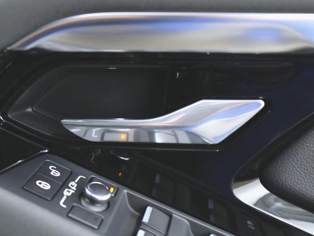 S 1ヶ月保証 新車保証 本革 パワーシート トランクスルー フロアマット HDDナビ マルチ 音楽プレーヤー接続 Bluetooth接続 ETC LED 電動リアゲート 全周囲カメラ(19枚目)