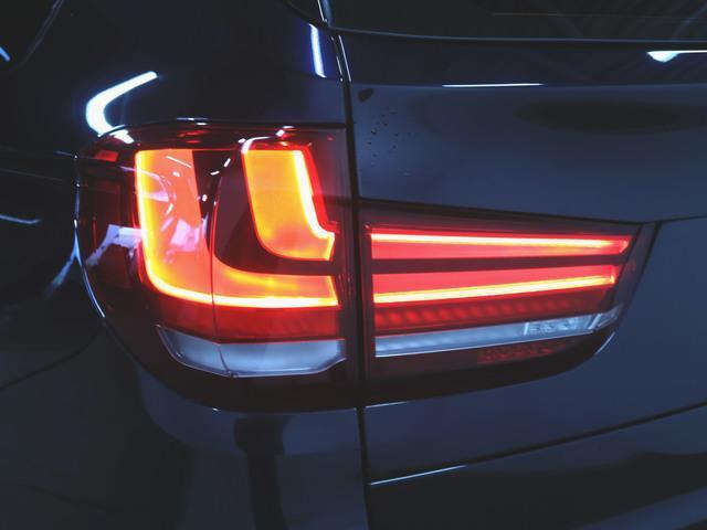 xDrive35d Mスポーツ 本革 シートヒーター パワーシート トランクスルー フロアマット HDDナビ マルチ CD ミュージックサーバー 音楽プレーヤー接続 Bluetooth接続 フルセグ DVD再生(6枚目)