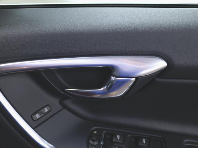 T4 Rデザイン 本革 シートヒーター パワーシート トランクスルー フロアマット HDDナビ マルチ CD ミュージックサーバー 音楽プレーヤー接続 Bluetooth接続 フルセグ DVD再生(14枚目)
