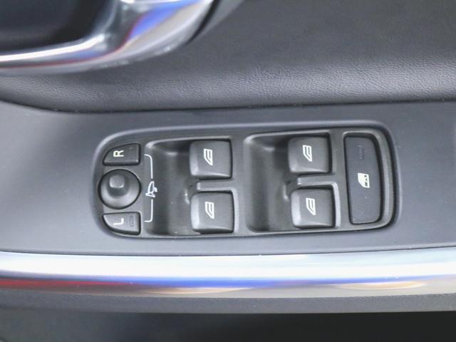 T4 Rデザイン 本革 シートヒーター パワーシート トランクスルー フロアマット HDDナビ マルチ CD ミュージックサーバー 音楽プレーヤー接続 Bluetooth接続 フルセグ DVD再生(15枚目)