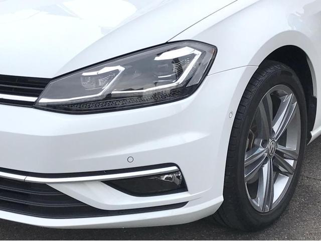 TSIハイライン マイスター ナビ バックカメラ ETC フルセグTV レザーシート シートヒーター ワンオーナー 禁煙車 18インチアルミホイール Bluetooth接続 ミュージックプレイヤー接続可 LEDヘッドライト(4枚目)