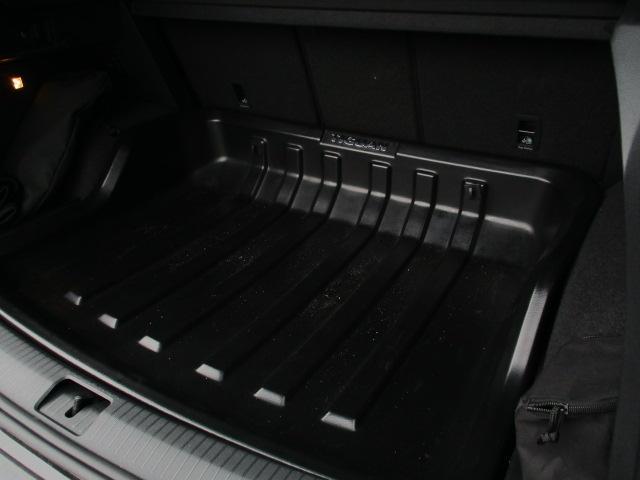 新型TDI 4モーション ハイライン 純正ナビ リヤモニター(10枚目)