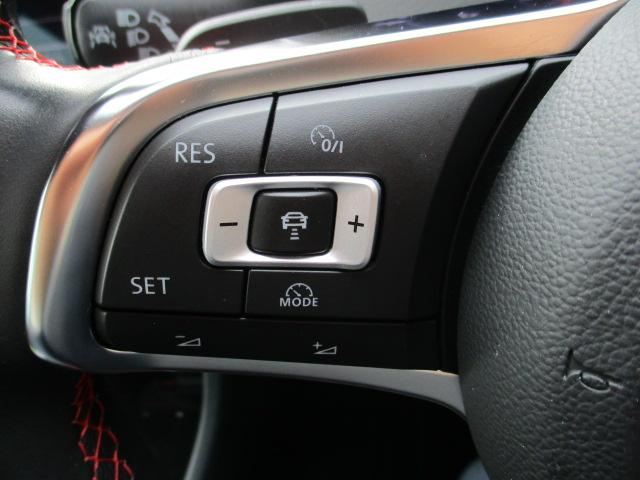 選局や曲送り、音量などオーディオ機能がステアリングから手を離さずに操作でき、快適なドライビングをサポートします。