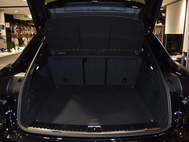 SUVならではの広いラゲッジスペース!オートテールゲートも付いております!