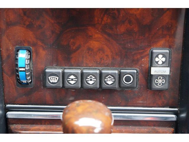 ボタンとダイヤルで、使い易いエアコンの操作パネル!!