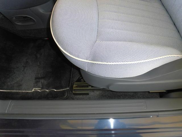 1.2 8V ラウンジ 走行距離13700キロ/ボディーガラスコート済/ワンオーナー禁煙車/モッドブルーメタリック(28枚目)