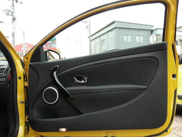 ルノー スポール RS 6MT(9枚目)