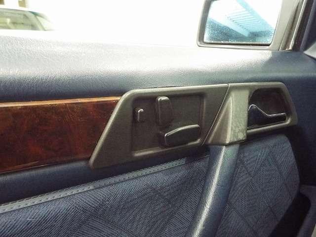 シートポジションの微妙な調整が可能な【パワーシート】を運転席/助手席ともに装備☆