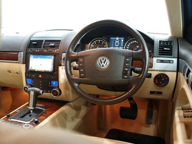 「フォルクスワーゲン」「VW トゥアレグ」「SUV・クロカン」「大阪府」の中古車13