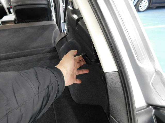 ワンタッチで倒せる後部座席