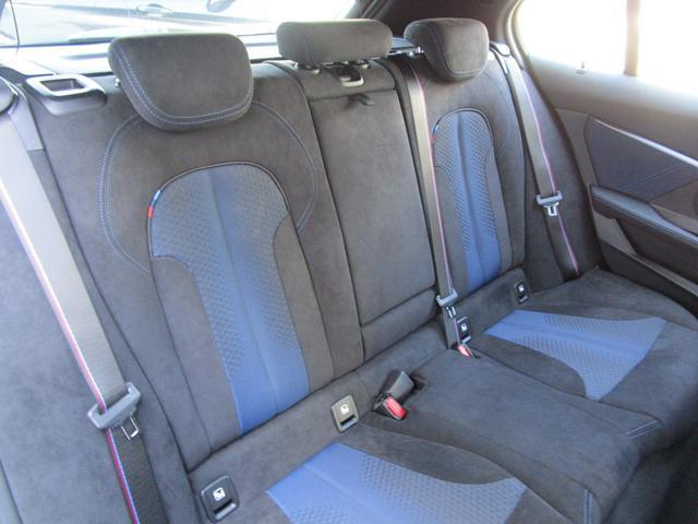 M135i xDrive 弊社デモカー 新車保証継承 リバースアシスト アクティブクルーズ 電動リアゲート 電動フロントシート コンフォートアクセス 18インチAW バックカメラ 全周囲センサー 衝突軽減ブレーキ SOSコール(17枚目)