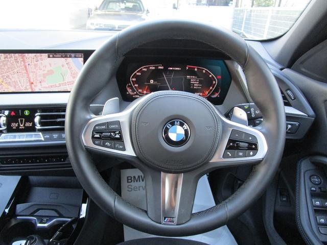 M135i xDrive 弊社デモカー 新車保証継承 リバースアシスト アクティブクルーズ 電動リアゲート 電動フロントシート コンフォートアクセス 18インチAW バックカメラ 全周囲センサー 衝突軽減ブレーキ SOSコール(31枚目)