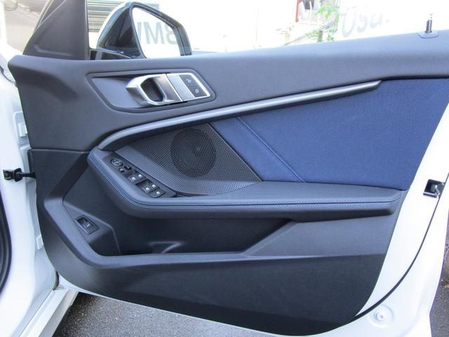 M135i xDrive 弊社デモカー 新車保証継承 リバースアシスト アクティブクルーズ 電動リアゲート 電動フロントシート コンフォートアクセス 18インチAW バックカメラ 全周囲センサー 衝突軽減ブレーキ SOSコール(47枚目)
