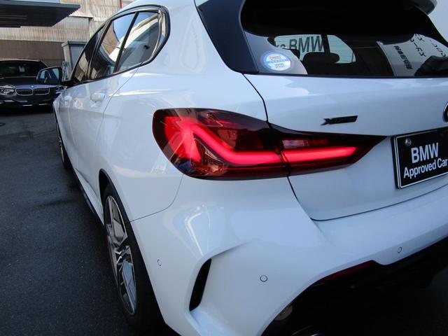 M135i xDrive 弊社デモカー 新車保証継承 リバースアシスト アクティブクルーズ 電動リアゲート 電動フロントシート コンフォートアクセス 18インチAW バックカメラ 全周囲センサー 衝突軽減ブレーキ SOSコール(54枚目)