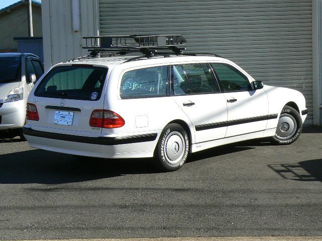 メルセデス・ベンツ M・ベンツ E240ワゴン 7人乗 ドレスダウン スチールホイル