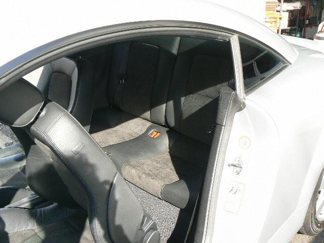 リヤシートはほぼ使った形跡はなく大変きれいです。