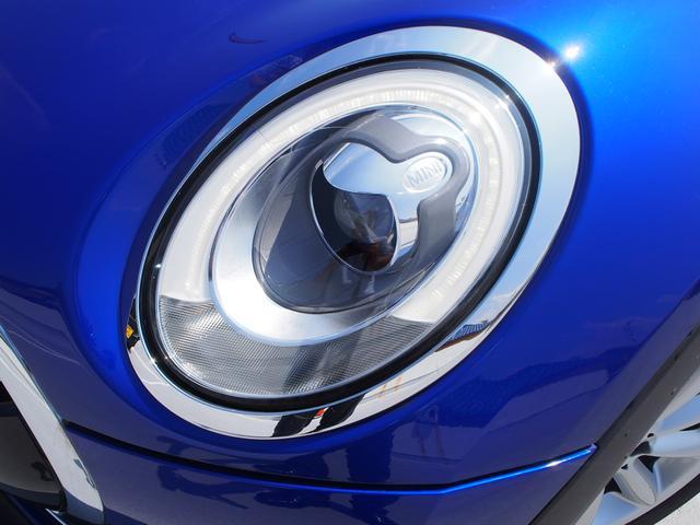 MINIらしい丸いデザインのLEDヘッドライト。暗い夜道も雨の日も明るく走行が出来ます!