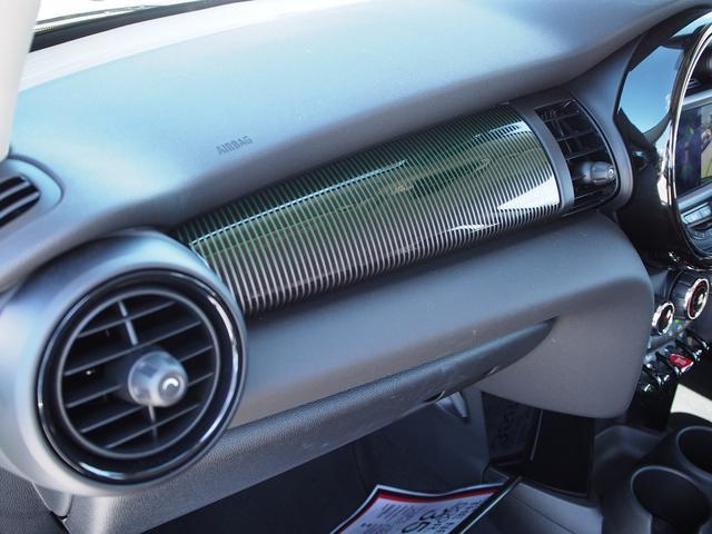 クーパー 3ドア 60周年限定車 専用ダークマロンレザーシート 専用レザーステアリング シートヒーター LEDライトパッケージ ペッパー クルコン 安全装備(9枚目)
