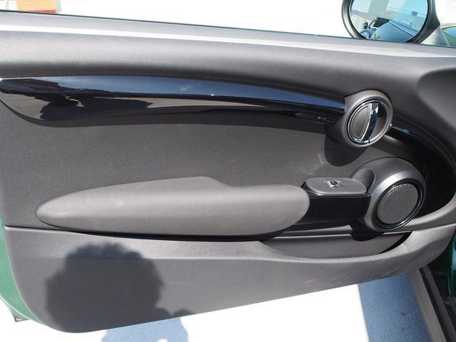 クーパー 3ドア 60周年限定車 専用ダークマロンレザーシート 専用レザーステアリング シートヒーター LEDライトパッケージ ペッパー クルコン 安全装備(23枚目)