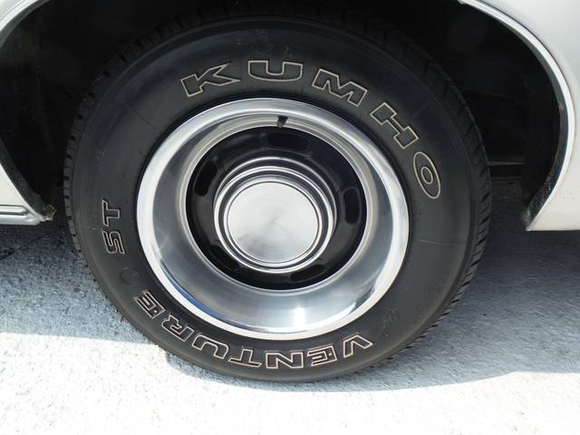 タイヤも新しく装着済みで安心です。