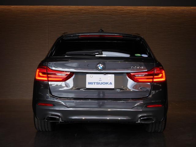 リアは、後方より視認されやすい、リアテールLEDコンビランプです。バックカメラやクリアランスソナーで、駐車時も安心です。
