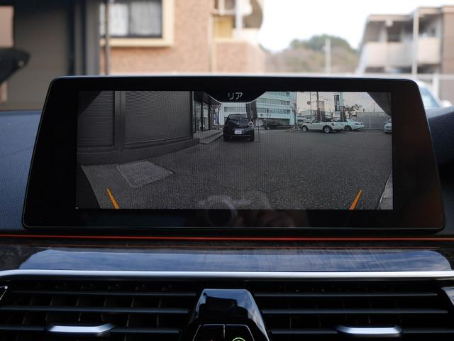 バックカメラの映像です。高解像モニターですので、後方の様子も見やすいですね!