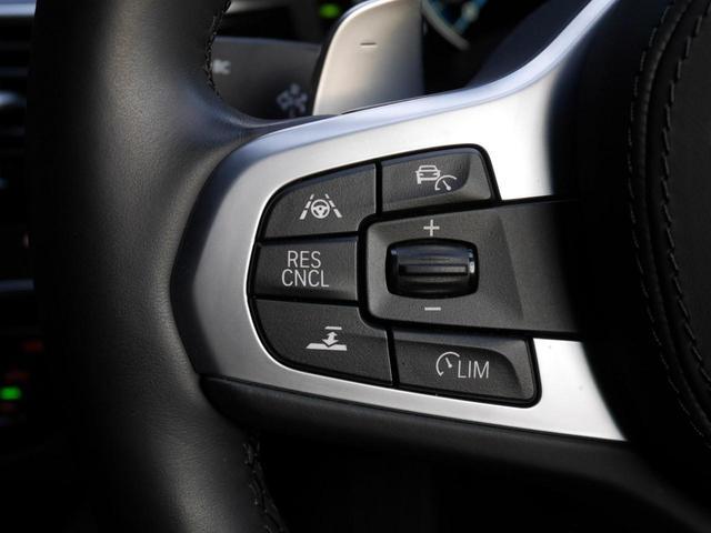 ステアリング・マルチファンクションスイッチの左側は、レーダークルーズコントロールの操作ボタンです。