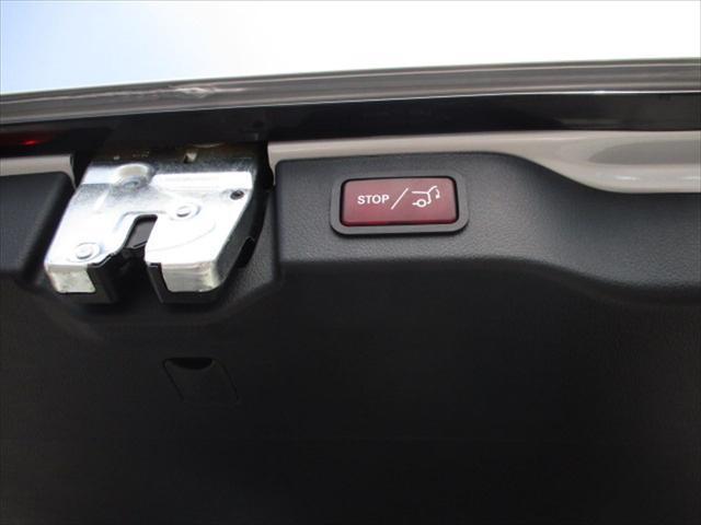 24時間専用のオペレーターが対応、故障や、交通事故等による走行不能時において、緊急の応急処置、お車の牽引、ドライバーの移動手段の手配等のサポートを一定の条件にて無料で提供致します。