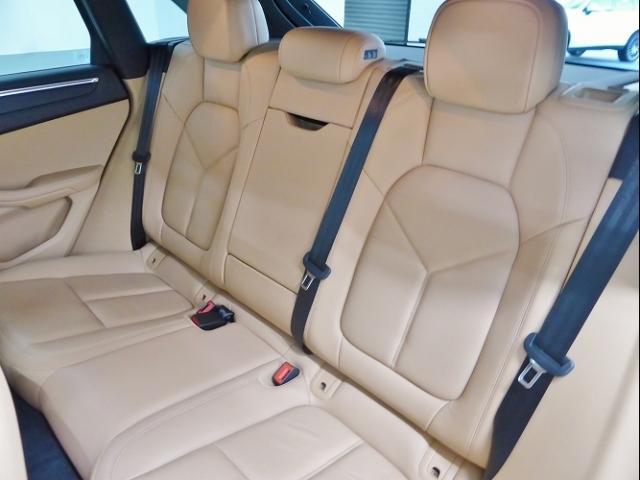 ポルシェ ポルシェ マカン PDK 4WD 新車保証 19インチ OP194