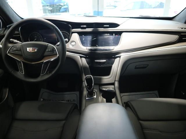 「キャデラック」「キャデラックXT5クロスオーバー」「SUV・クロカン」「大阪府」の中古車3