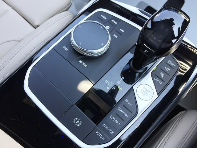 M340i xDrive 高速道路渋滞時ハンズ・オフ・アシスト オイスターレザー パーキングアシストプラス レーザーライト 19インチAW ハーマンカードンスピーカー ヘッドアップディスプレイ  衝突軽減ブレーキ G20(15枚目)