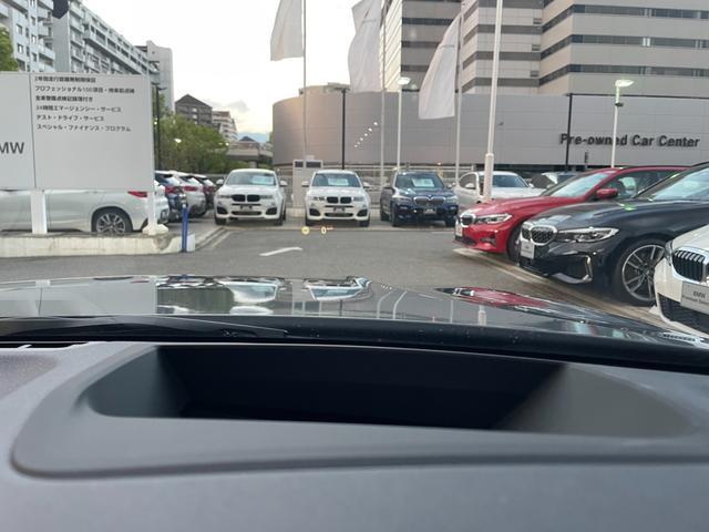 M340i xDrive 高速道路渋滞時ハンズ・オフ・アシスト オイスターレザー パーキングアシストプラス レーザーライト 19インチAW ハーマンカードンスピーカー ヘッドアップディスプレイ  衝突軽減ブレーキ G20(50枚目)