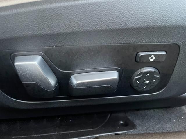 M340i xDrive 高速道路渋滞時ハンズ・オフ・アシスト オイスターレザー パーキングアシストプラス レーザーライト 19インチAW ハーマンカードンスピーカー ヘッドアップディスプレイ  衝突軽減ブレーキ G20(52枚目)