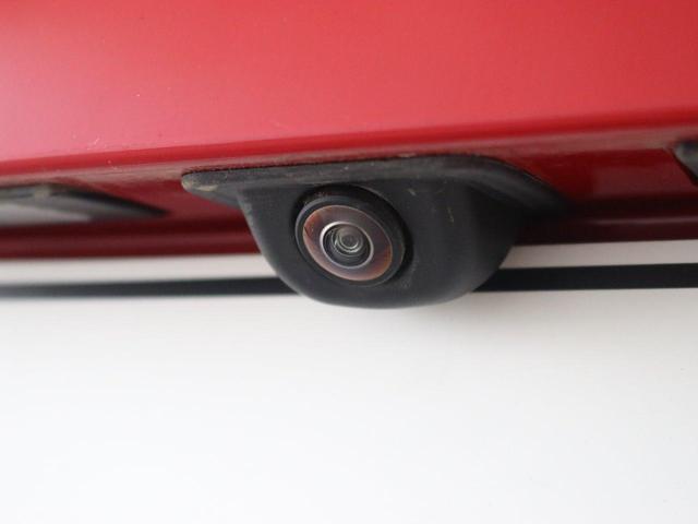 「バックカメラ」です。駐車が苦手なお客様も安全・安心に駐車して頂けます。