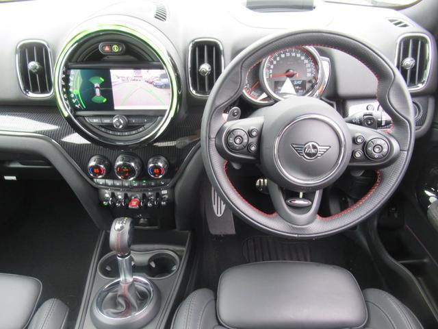 ジョンクーパーワークス クロスオーバー ブラックレザー スポーツシート シートヒーター 電動シート ブラックルーフ アクティブクルーズコントロール ヘッドアップディスプレイ 電動リアゲート 障害物センサー ランフラットタイヤ 19インチAW(10枚目)