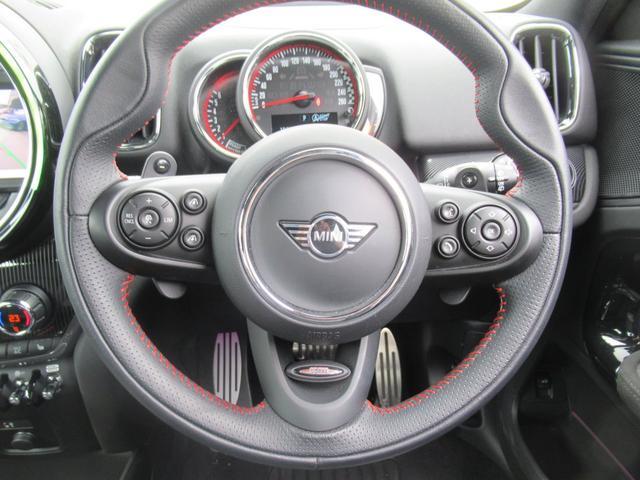ジョンクーパーワークス クロスオーバー ブラックレザー スポーツシート シートヒーター 電動シート ブラックルーフ アクティブクルーズコントロール ヘッドアップディスプレイ 電動リアゲート 障害物センサー ランフラットタイヤ 19インチAW(11枚目)