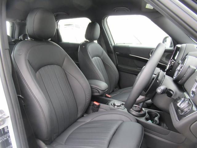 ジョンクーパーワークス クロスオーバー ブラックレザー スポーツシート シートヒーター 電動シート ブラックルーフ アクティブクルーズコントロール ヘッドアップディスプレイ 電動リアゲート 障害物センサー ランフラットタイヤ 19インチAW(16枚目)