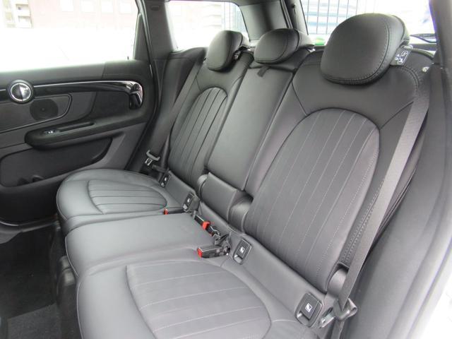 ジョンクーパーワークス クロスオーバー ブラックレザー スポーツシート シートヒーター 電動シート ブラックルーフ アクティブクルーズコントロール ヘッドアップディスプレイ 電動リアゲート 障害物センサー ランフラットタイヤ 19インチAW(17枚目)