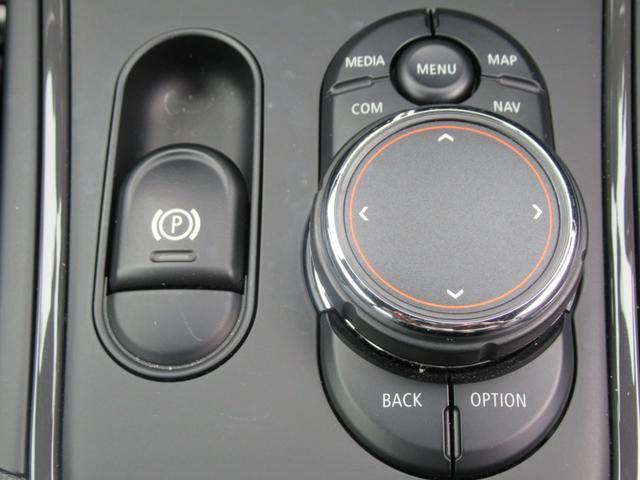 ジョンクーパーワークス クロスオーバー ブラックレザー スポーツシート シートヒーター 電動シート ブラックルーフ アクティブクルーズコントロール ヘッドアップディスプレイ 電動リアゲート 障害物センサー ランフラットタイヤ 19インチAW(36枚目)