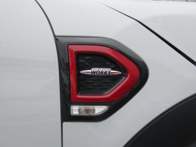 ジョンクーパーワークス クロスオーバー ブラックレザー スポーツシート シートヒーター 電動シート ブラックルーフ アクティブクルーズコントロール ヘッドアップディスプレイ 電動リアゲート 障害物センサー ランフラットタイヤ 19インチAW(55枚目)