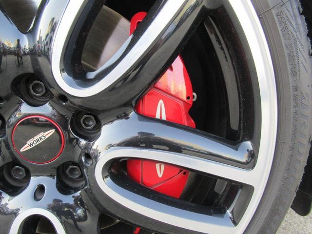 ジョンクーパーワークス クラブマン ダイナミカレザー シートヒーター アクティブクルーズコントロール ヘッドアップディスプレイ リアカメラ 障害物センサー ミラー内蔵型ETC LEDヘッドライト 19インチAW(20枚目)