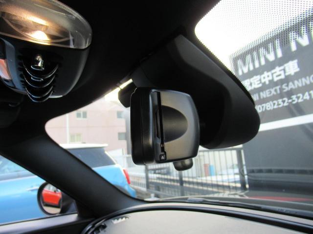 ジョンクーパーワークス クラブマン ダイナミカレザー シートヒーター アクティブクルーズコントロール ヘッドアップディスプレイ リアカメラ 障害物センサー ミラー内蔵型ETC LEDヘッドライト 19インチAW(42枚目)