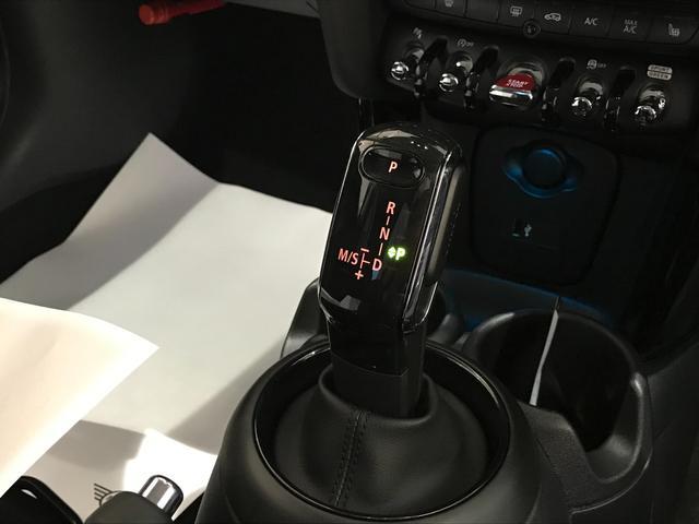 クーパーS オプション17インチAW デジタルPKG ペッパーPKG カメラPKG クロスシート シートヒーター ヘッドアップディスプレイ 社外地デジ アームレスト ホワイトルーフ インテリジェントセーフティ(11枚目)