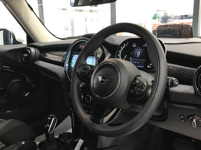クーパーS オプション17インチAW デジタルPKG ペッパーPKG カメラPKG クロスシート シートヒーター ヘッドアップディスプレイ 社外地デジ アームレスト ホワイトルーフ インテリジェントセーフティ(15枚目)
