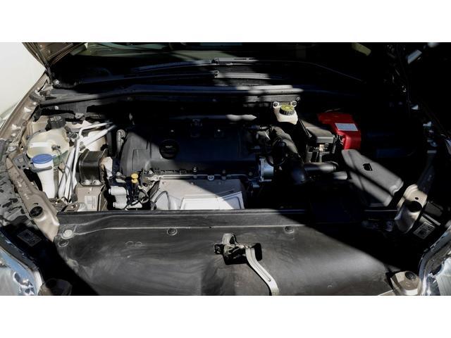 最高出力120馬力を発揮する1.6L DOHCエンジン