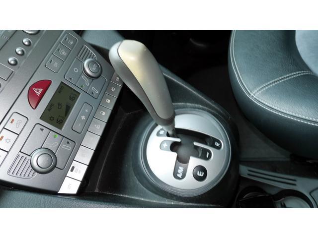 後期モデル 1,4 16V MOMOデザイン Bカラー 電動サンルーフ 5速DNF マット仕上げフロントグリル エアーテックファブリックシート 16インチアルミホイール キーレスエントリー(11枚目)