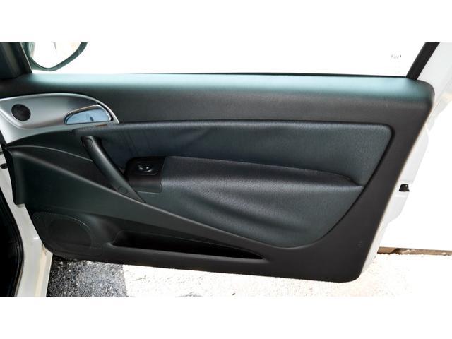 後期モデル 1,4 16V MOMOデザイン Bカラー 電動サンルーフ 5速DNF マット仕上げフロントグリル エアーテックファブリックシート 16インチアルミホイール キーレスエントリー(40枚目)