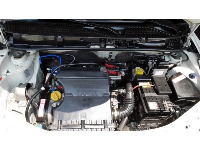 後期モデル 1,4 16V MOMOデザイン Bカラー 電動サンルーフ 5速DNF マット仕上げフロントグリル エアーテックファブリックシート 16インチアルミホイール キーレスエントリー(49枚目)